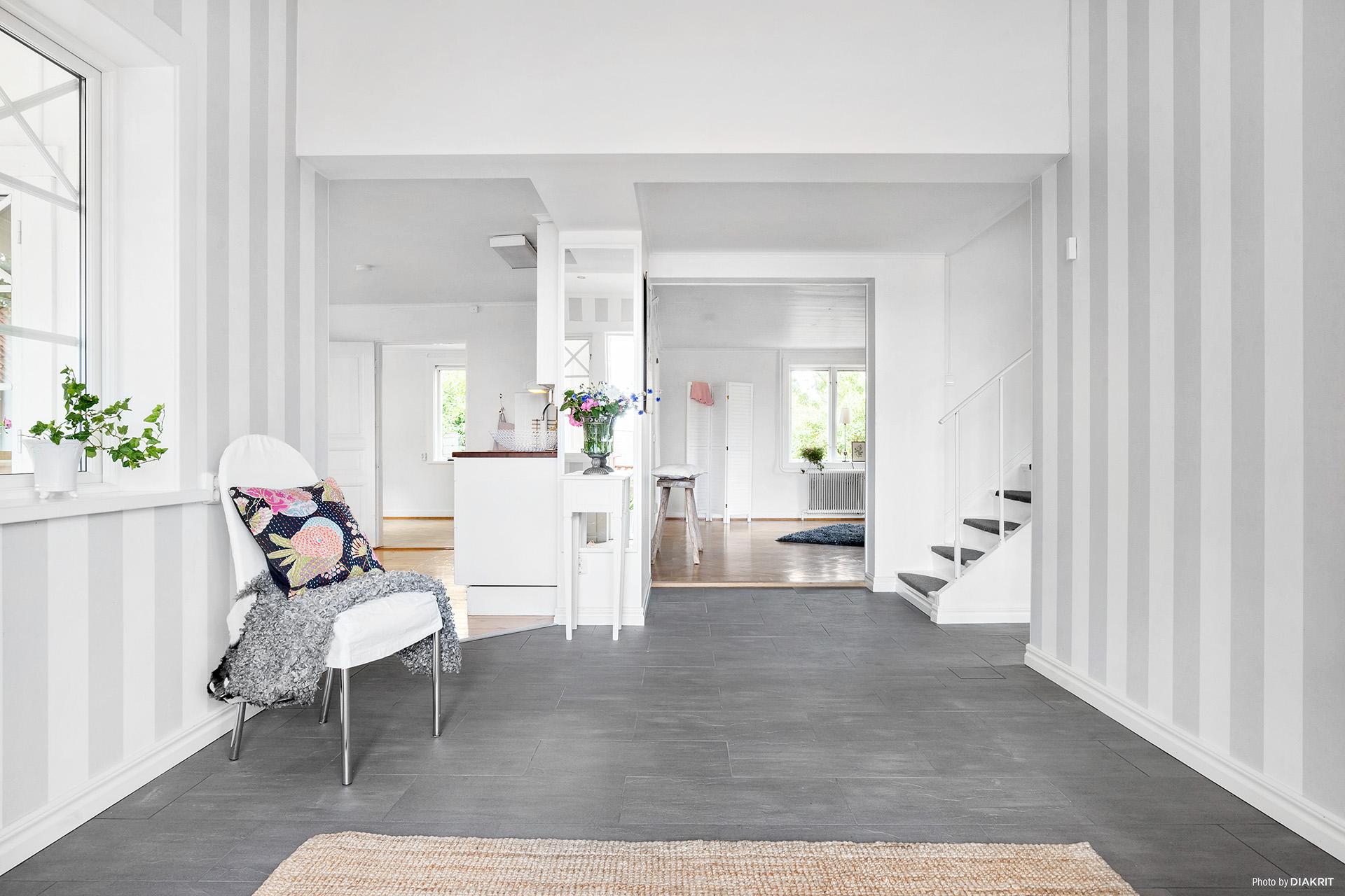 Nybyggd entréhall med klinkers och skön golvvärme