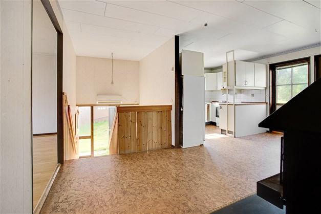 Hall/matrum med köket intill.