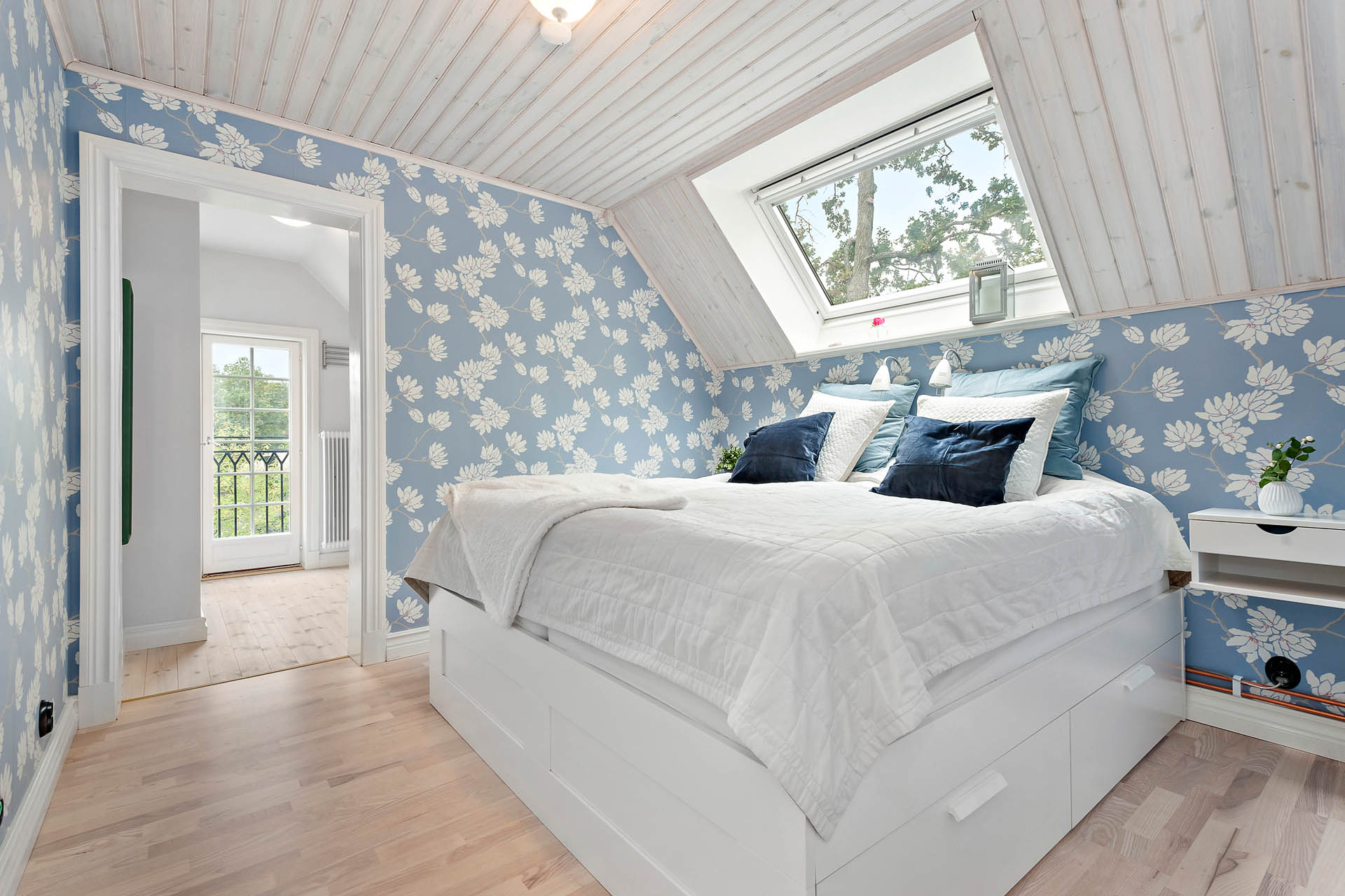 Sovrum 2 med dressingroom och badrum en suite