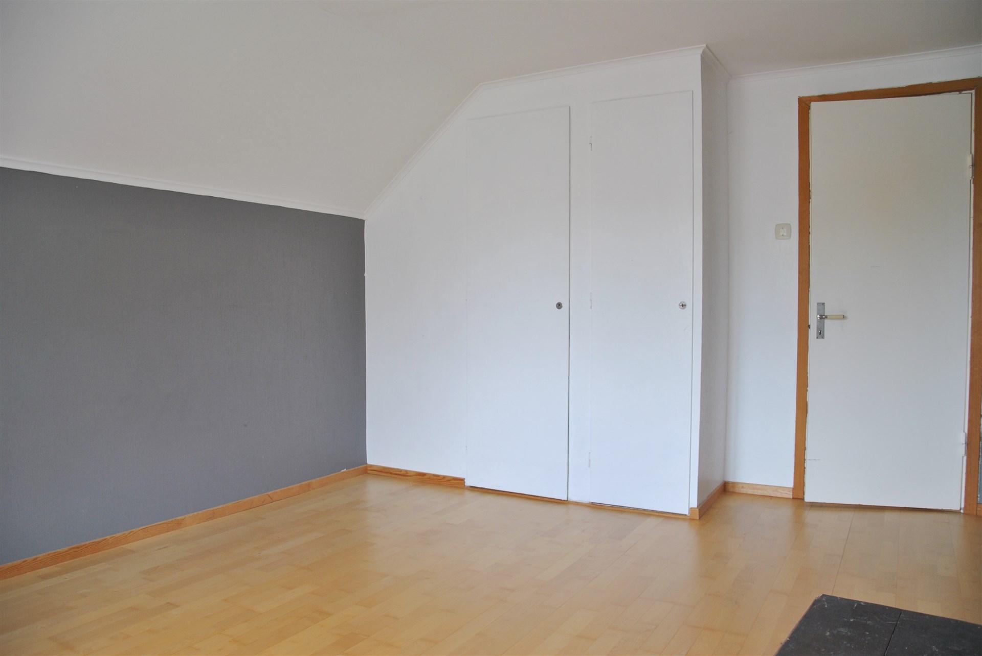 ...med två inbyggda garderober
