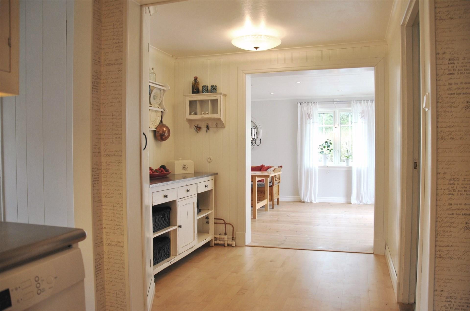 Passage/rum från kök till vardagsrum/matsal (tillb. delen)