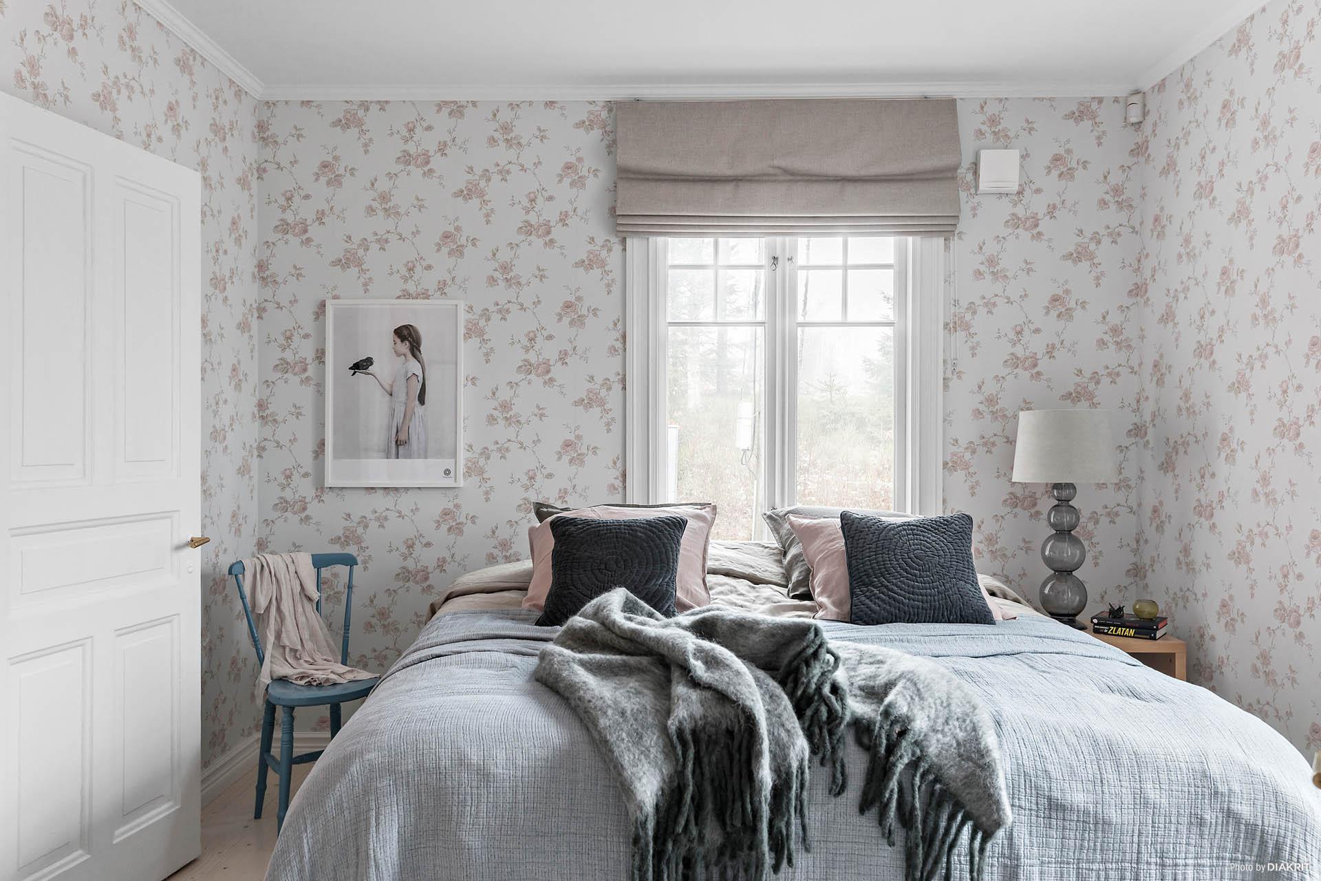 Sovrum 1 Master bedroom med eget badrum
