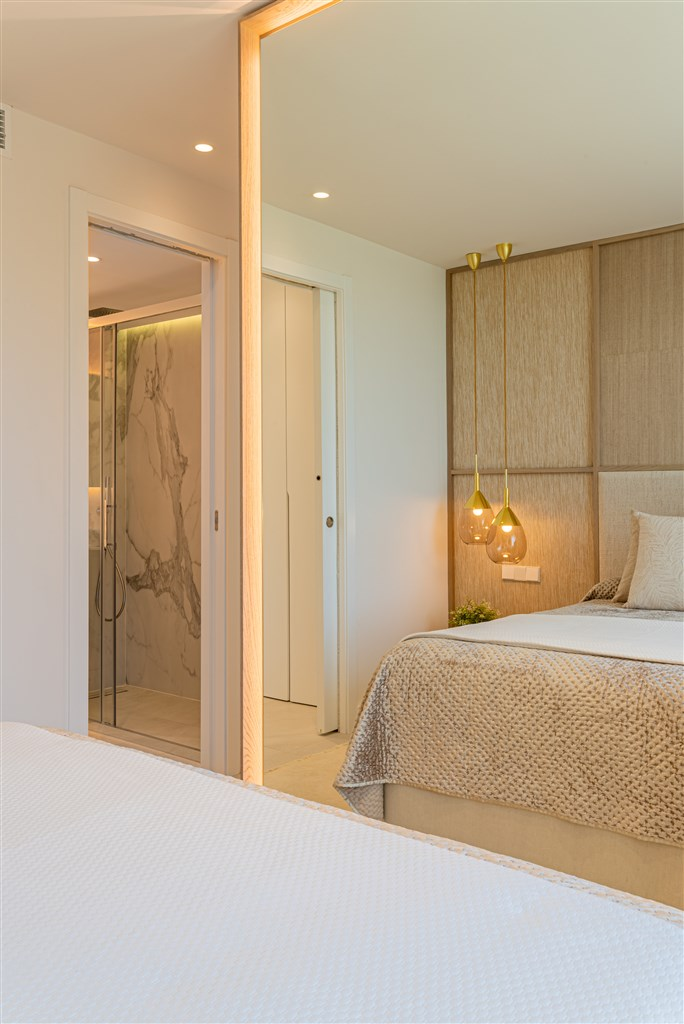 Illustrationsbild - Sovrum med privat badrum