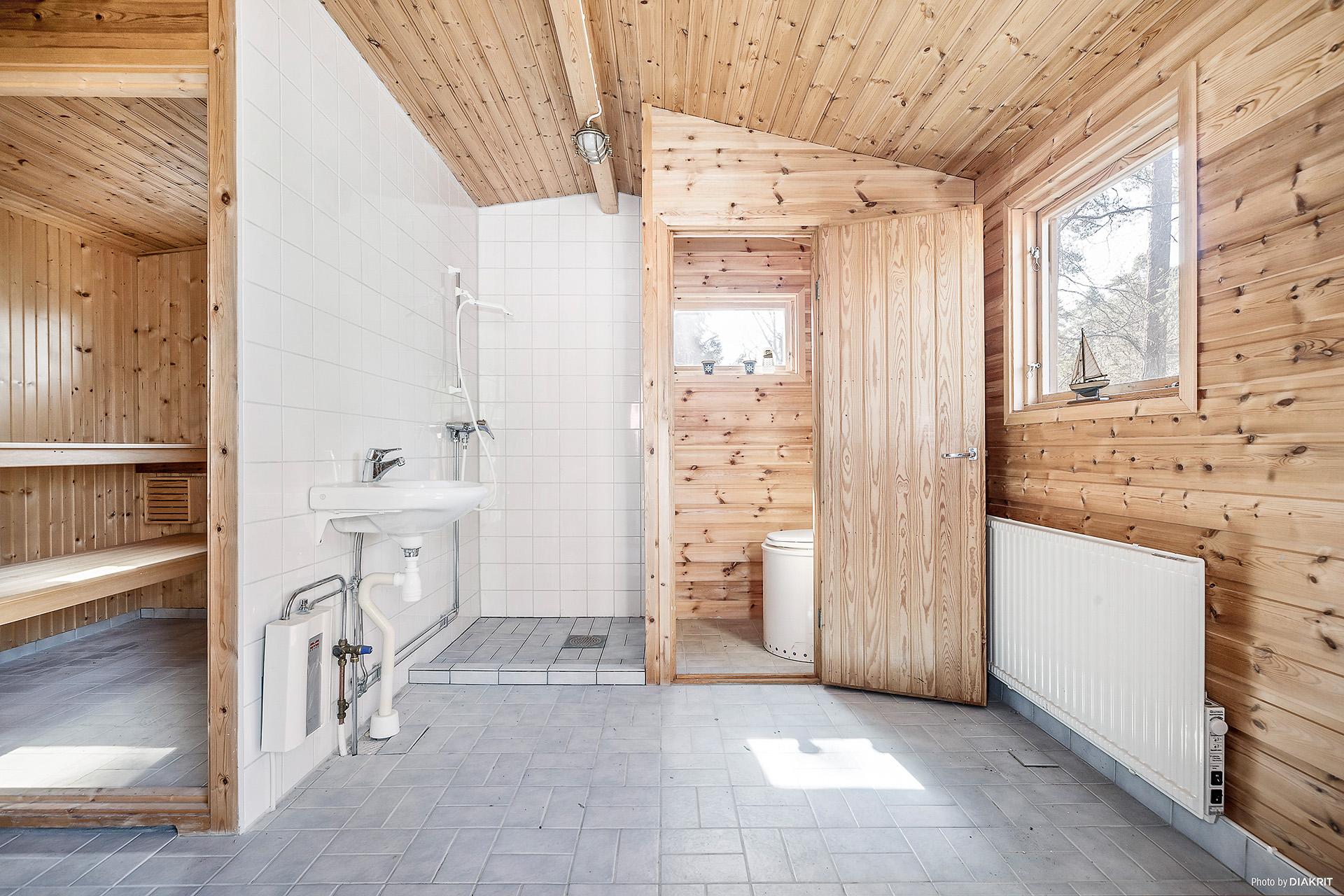 Hus 2: med bastu, dusch, frystoalett.