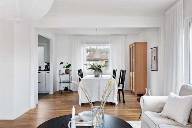 Matplatsen med möjlighet att duka upp långbord tillsammans med familj och vänner.