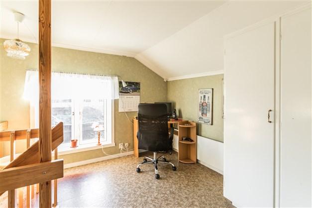 Hallen på övre plan är möblerbar med exempelvis kontorshörna