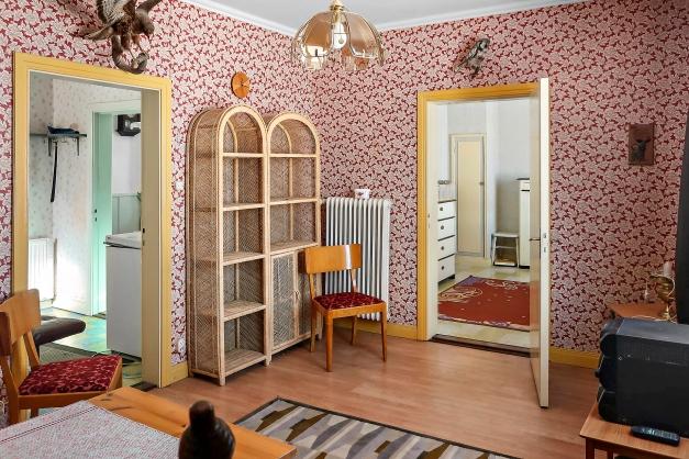 Vardagsrum sett mot sovrum 1 och hall.