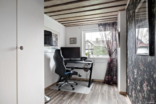 Sovrum/kontor i källaren