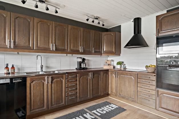 Köket har svarta vitvaror