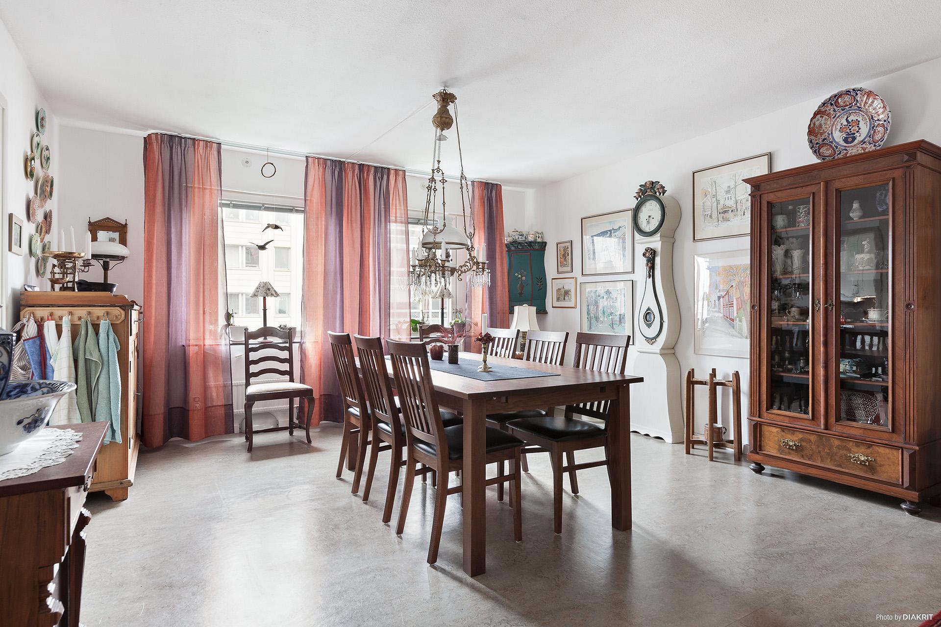 Matrum/Vardagsrum vid köket