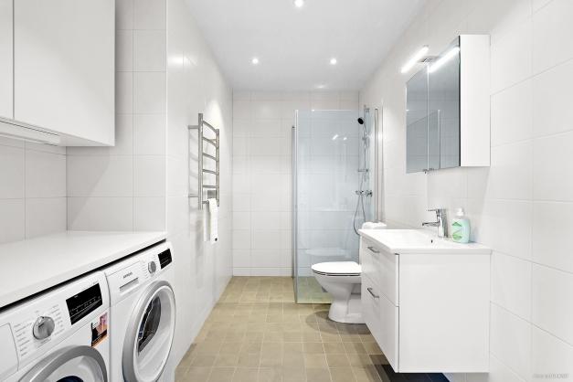 Kombinerad wc/dusch och tvättstuga