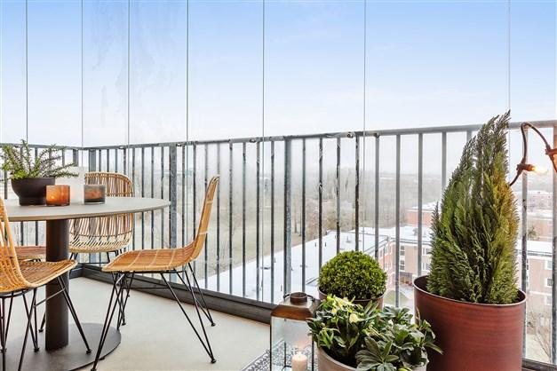 Balkong visningslägenhet (3 rok, 71,5 m²)