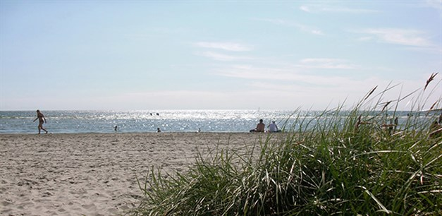 Marmorlyckan ligger med bekvämt avstånd till Apelvikens härliga havsbad.