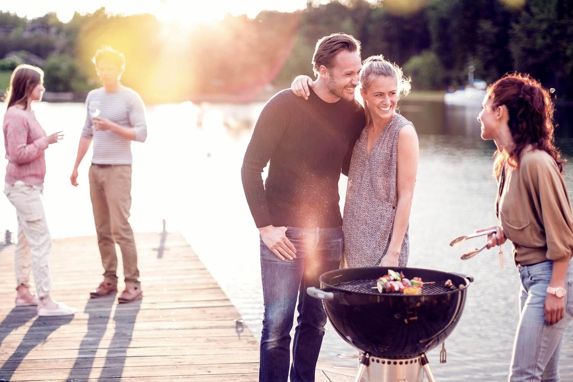 Dating mer än en person vid en tidpunkt definition